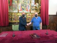 La Paeria i el Club Ciclista Terres de Lleida signen l'acord que permetrà millorar i reactivar el velòdrom municipal.