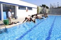 Els participants d'Esportmania fan busseig a les piscines municipals
